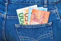 Poche de jeans avec d'euro notes Argent pour le voyage et les achats Photographie stock libre de droits