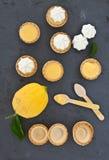 Poche torte del limone della meringa Fotografia Stock