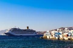 Poche Venezia e nave da crociera Fotografia Stock