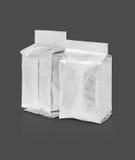 Poche vide d'aluminium d'emballage sur le fond gris Photos libres de droits