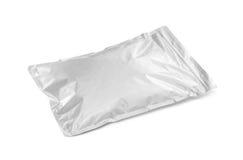 Poche vide de papier aluminium d'emballage d'isolement sur le blanc Image libre de droits