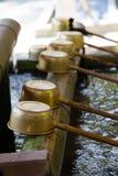 Poches de purification de tombeau de Shinto photographie stock
