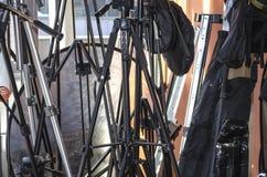 Poches et différents trépieds pour les appareils-photo et le réflecteur Photographie stock