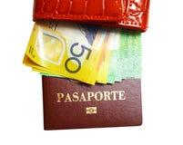 Pochette avec de l'argent et passeport sur le blanc d'isolement Images stock