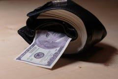 Pochette complètement d'argent comptant Images stock