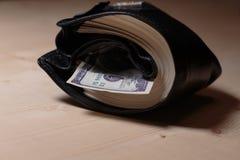 Pochette complètement d'argent comptant Photographie stock libre de droits