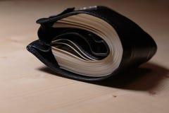 Pochette complètement d'argent comptant Photo libre de droits