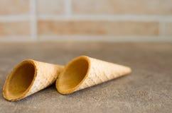 Pochi coni della cialda del gelato (per la decorazione) Immagine Stock