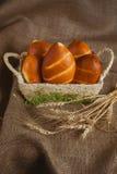 Pochi panini in un canestro Fotografie Stock