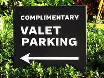 Pochlebny ostawianie samochodu na parking przez obsługę kwadrata czerni znak obraz royalty free