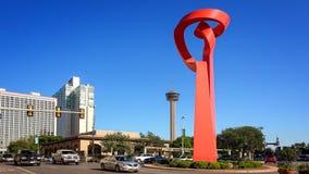 Pochodnia przyjaźń & ruch drogowy w W centrum San Antonio, Teksas obrazy royalty free