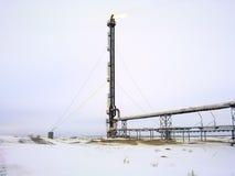 Pochodnia system na polu naftowym System pochodnia na polu naftowym Palić przez pochodni głowy fotografia royalty free