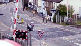 Pociąg przechodzi równego skrzyżowanie w Londyn zbiory wideo