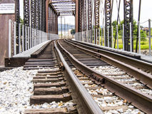 Pociągów ślada przez most Fotografia Royalty Free