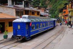 Pociągów stojaki przy Machu Picchu osady stacją. Obraz Stock