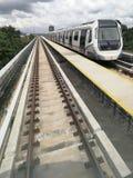 Pociąg Mszalny Błyskawiczny transport w mieście Zdjęcia Royalty Free