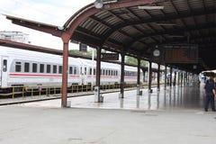 Pociąg na Głównej Sztachetowej staci w Zagreb, Chorwacja fotografia stock
