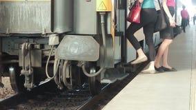 Pociąg na poręczach zbiory