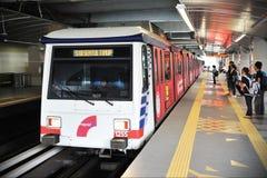 Pociąg Odjeżdża stację Zdjęcie Stock