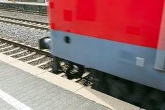 Pociąg przechodzi z prędkością Obraz Stock
