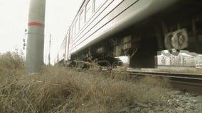 Pociąg przejażdżki na poręczach, spadek pogoda zbiory wideo