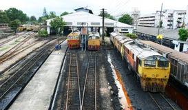 Pociąg przy stacją. Zdjęcie Stock