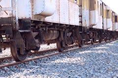 Pociąg używać odtransportowywać mnóstwo rdzę obraz stock