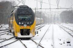Pociąg w śniegu obraz stock