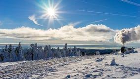 Pociąg w pięknym zima krajobrazie Fotografia Stock