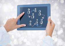 Pociągany ręcznie ludzie profilowych ikon z rękami trzyma pastylkę Obrazy Royalty Free