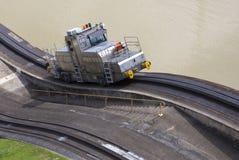 Pociągi popierają kogoś Panamskiego kanał Miraflores Zdjęcia Royalty Free