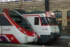 Pociągi w Walencja dworcu Zdjęcia Stock