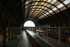 pociąg do stacji Obrazy Royalty Free