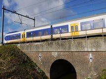 Pociąg na moscie Fotografia Royalty Free