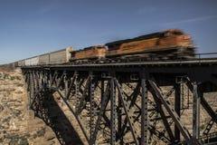 Pociąg na moscie Obraz Royalty Free