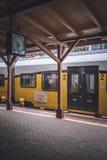 Pociąg na platformie Obraz Royalty Free