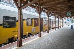 Pociąg na platformie Zdjęcie Royalty Free