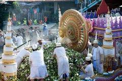 Pocierania Bua festiwal w Tajlandia (Lotosowy miotanie festiwal) Zdjęcie Stock