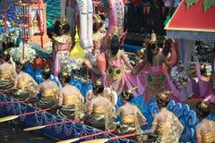 Pocierania Bua festiwal w Tajlandia (Lotosowy miotanie festiwal) Zdjęcia Stock
