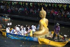Pocierania Bua festiwal w Tajlandia (Lotosowy miotanie festiwal) Zdjęcie Royalty Free
