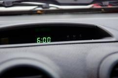 Pociesza zegar z czasem 06 00 są zielonym światłem zdjęcia royalty free