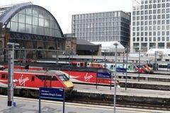 Pociągów królewiątek Przecinająca stacja kolejowa Zdjęcia Royalty Free