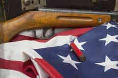Pocisk na usa flaga z karabinem obraz stock