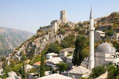Pocitelj看法与清真寺和城堡的 图库摄影
