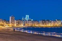 Pocitos plaży nocy scena, Montevideo, Urugwaj obraz stock