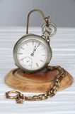 Pocketwatch do vintage no carrinho Fotografia de Stock