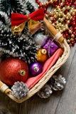 Poco árbol del Año Nuevo juega en el primer de la caja Imagen de archivo libre de regalías