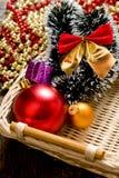Poco árbol del Año Nuevo juega en la caja Imagen de archivo libre de regalías