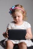 Poco 4 años el jugar del niño Imagen de archivo