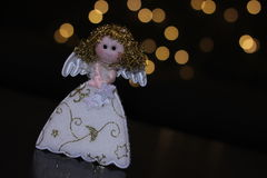 Poco angelo con le luci del bokeh Immagini Stock Libere da Diritti
